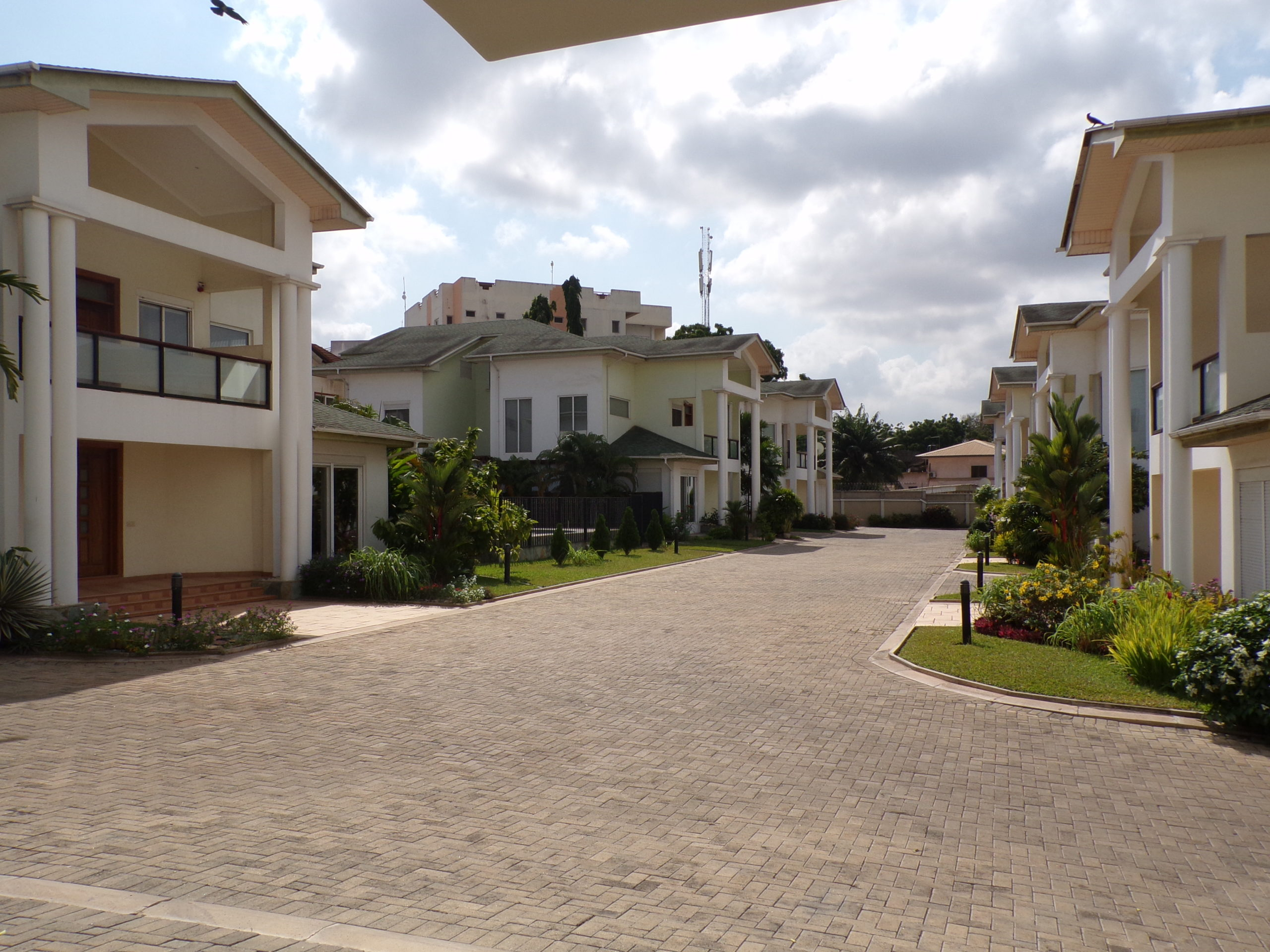 4 BEDROOM TOWNHOUSE FOR RENT AT AIRPORT RESIDENTIAL AREA