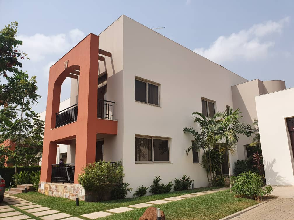 4 BEDROOM FURNISHED HOUSE FOR SALE AT AIRPORT HILLS