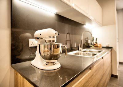 greenviews-residential-luxury-apartments-accra-kitchen-detail-400x284
