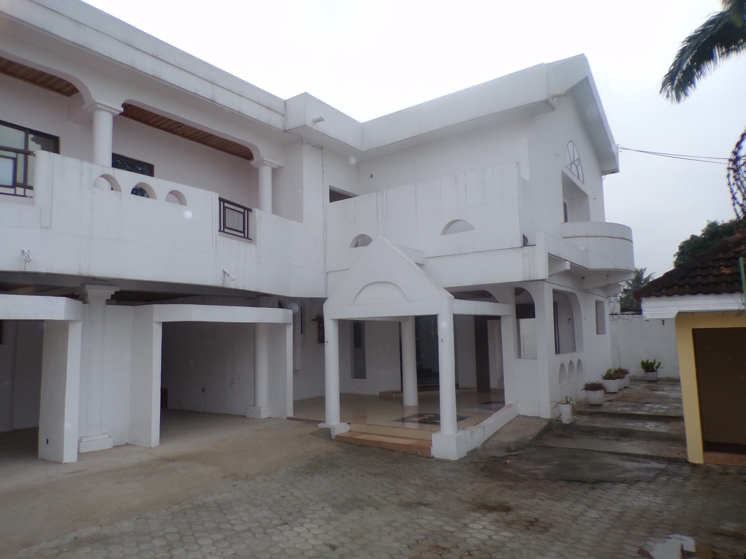 7 BEDROOM UNFURNISHED HOUSE FOR RENT AT NEW ACHIMOTA