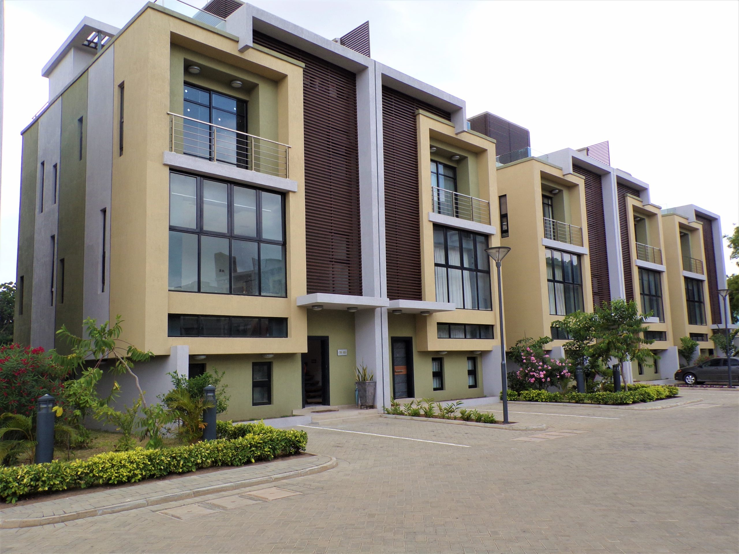 4 bedroom furnished townhouse for rent in Cantonments.