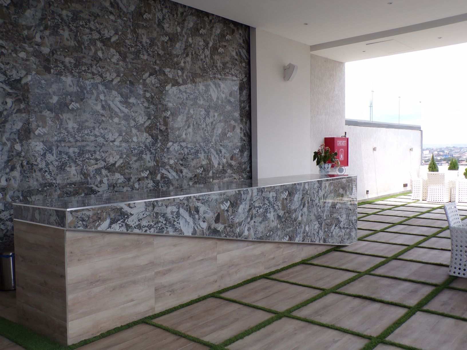 3 BEDROOM LUXURY UNFURNISHED APARTMENT FOR RENT AT NORTH RIGDE