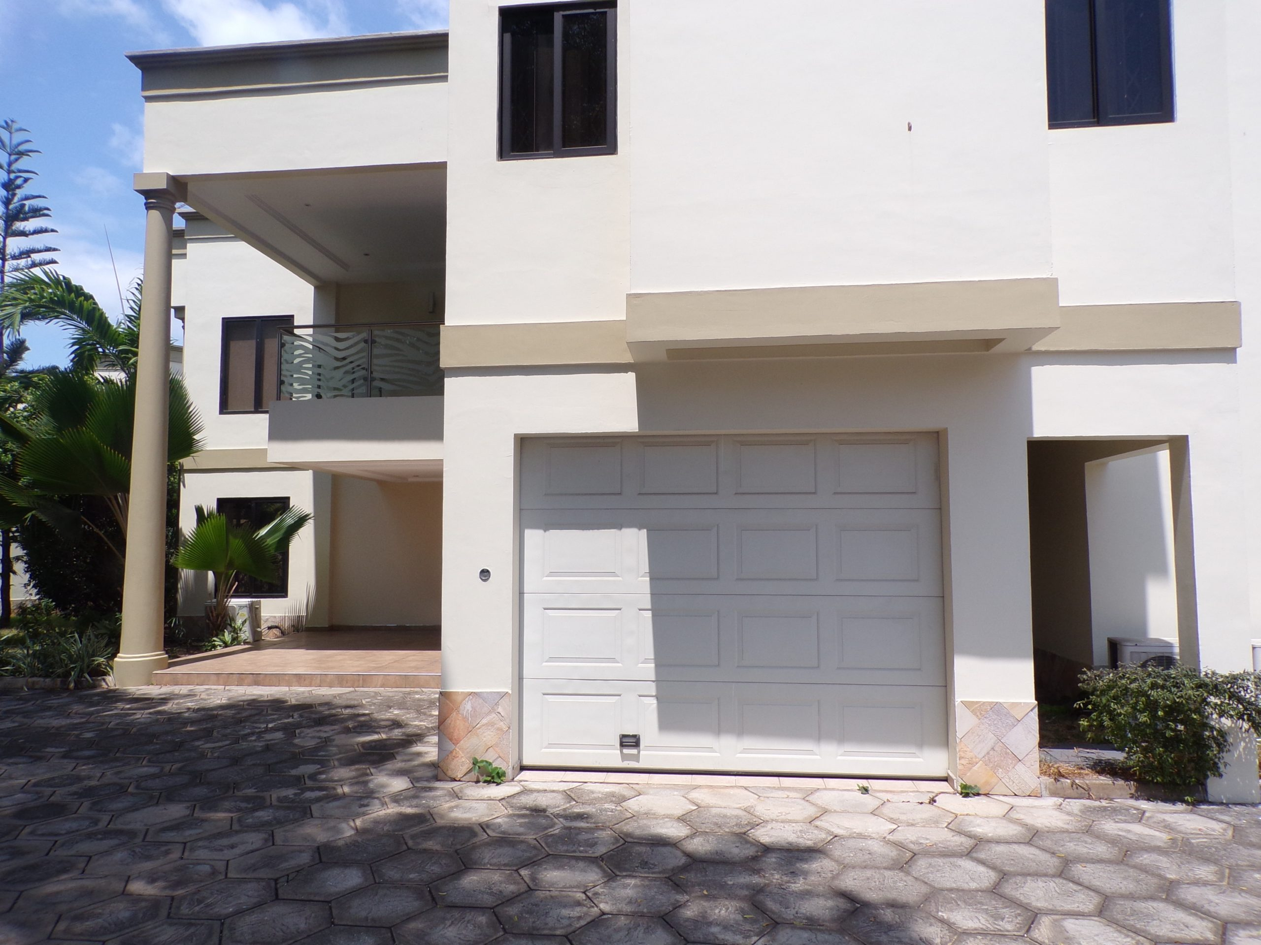 5 BEDROOM UNFURNISHED TOWNHOUSE FOR RENT AT RIDGE