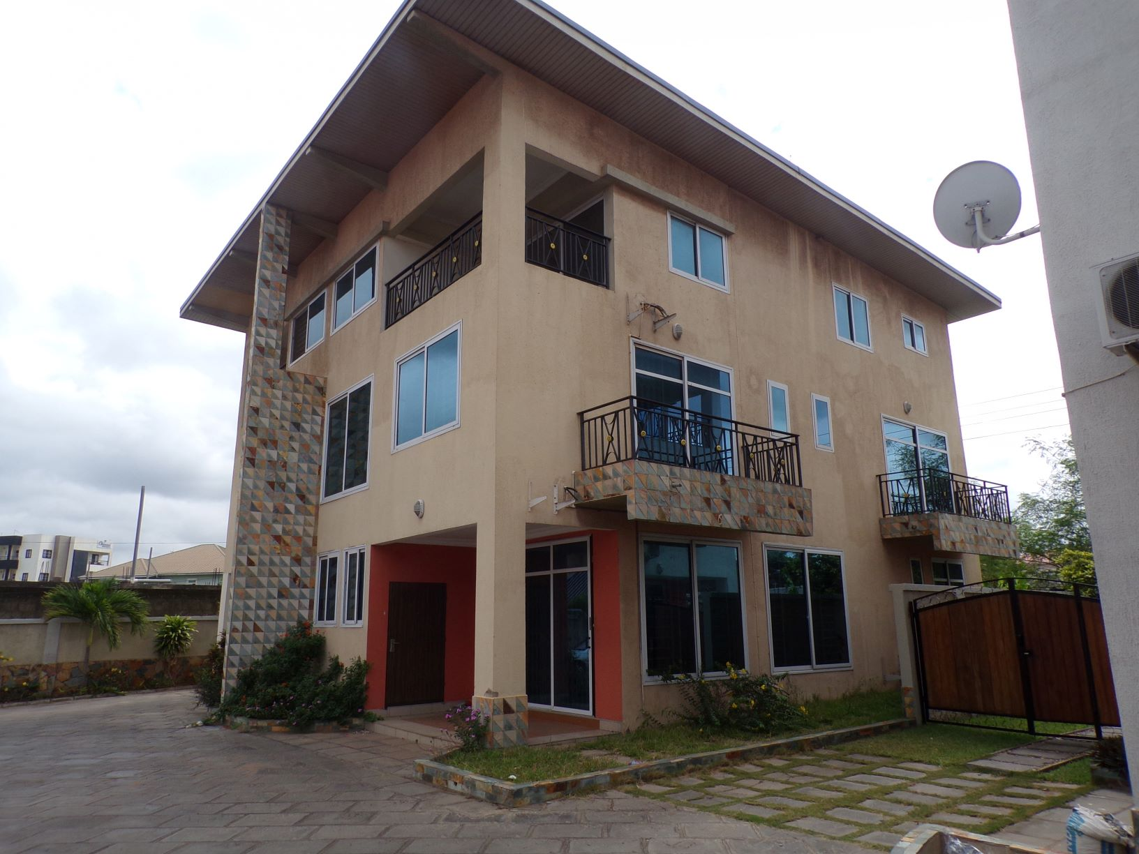 3 bedroom unfurnished townhouse for rent in Roman Ridge.