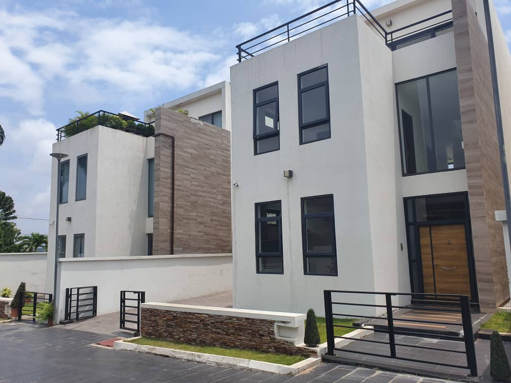 3 BEDROOM TOWNHOUSE FOR SALE AT AIRPORT RESIDENTIAL AREA