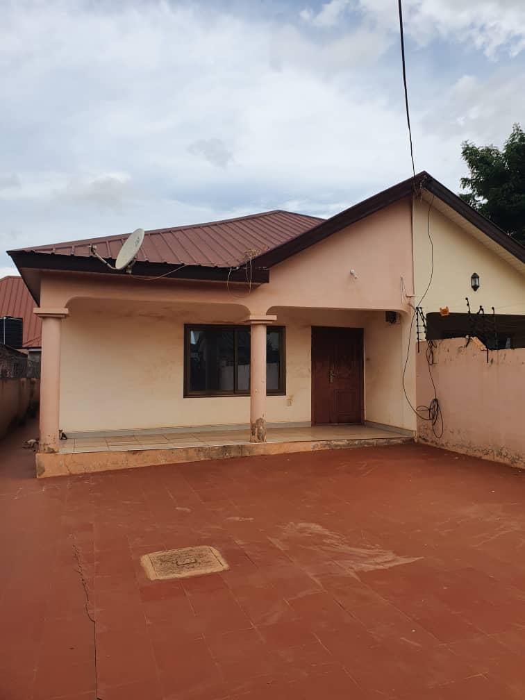 3 BEDROOM SEMI-DETACHED HOUSE FOR RENT AT ASHONGMAN ESTATE