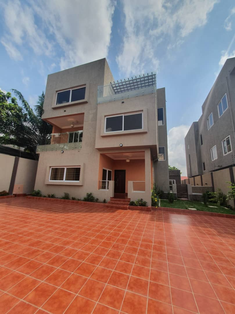 5 BEDROOM HOUSE FOR SALE AT EAST AIRPORT
