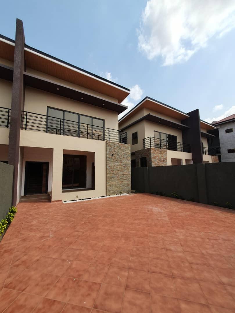 3 BEDROOM SEMI-DETACHED TOWNHOUSE FOR RENT AT ADJIRINGANOR