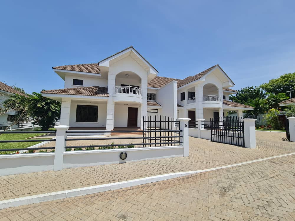 3 BEDROOM UNFURNISHED TOWNHOUSE FOR RENT AT CANTONMENTS