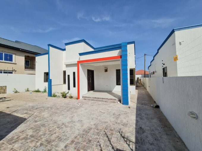 3 BEDROOM HOUSE FOR SALE AT LAKESIDE ESTATE