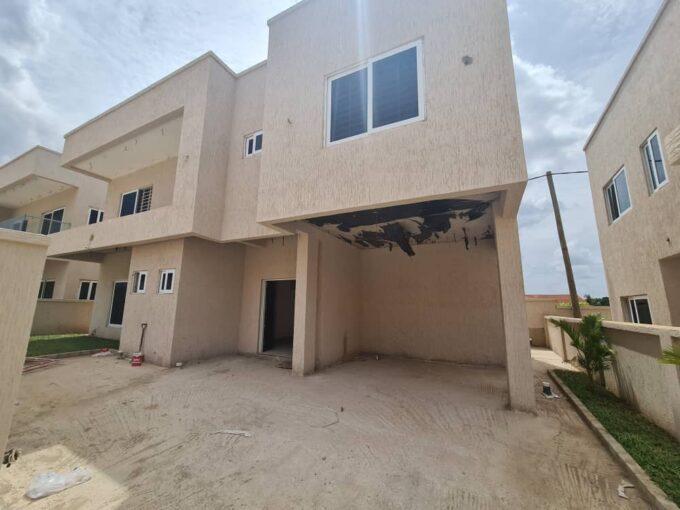 3 BEDROOM TOWNHOUSE FOR SALE AT ADJIRINGANOR