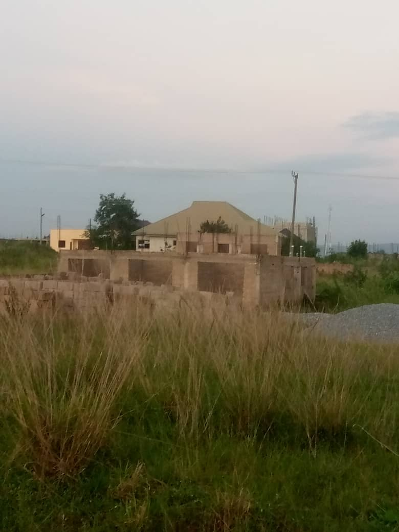UNCOMPLETED 3 BEDROOM HOUSE FOR SALE AT AMASAMAN, ODUNTIA