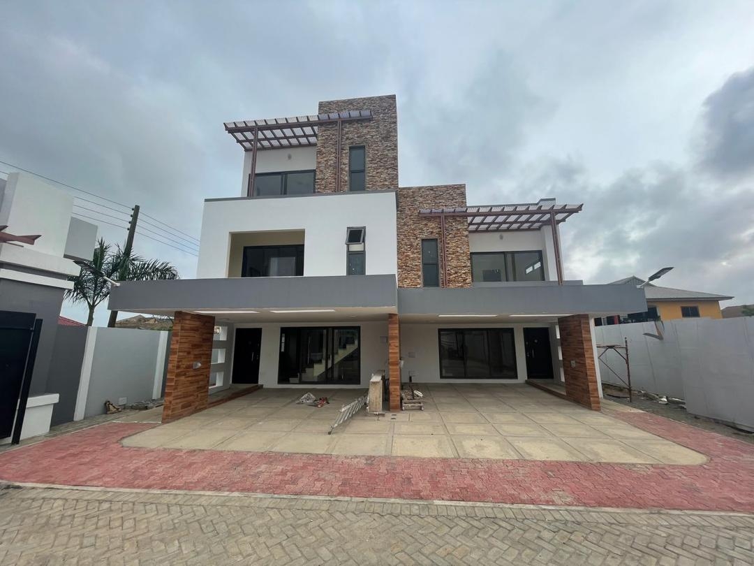 4 BEDROOM SEMI-DETACHED HOUSE TOWNHOUSE