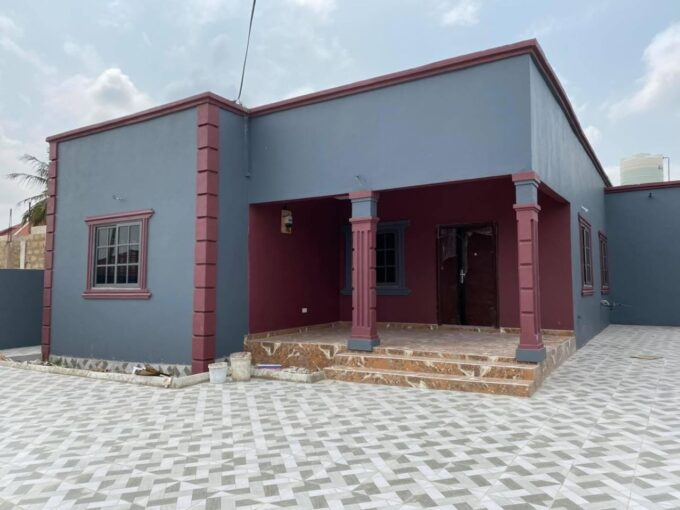 3 BEDROOM HOUSE FOR SALE AT ADJIRINGANOR, SCHOOL JUNCTION