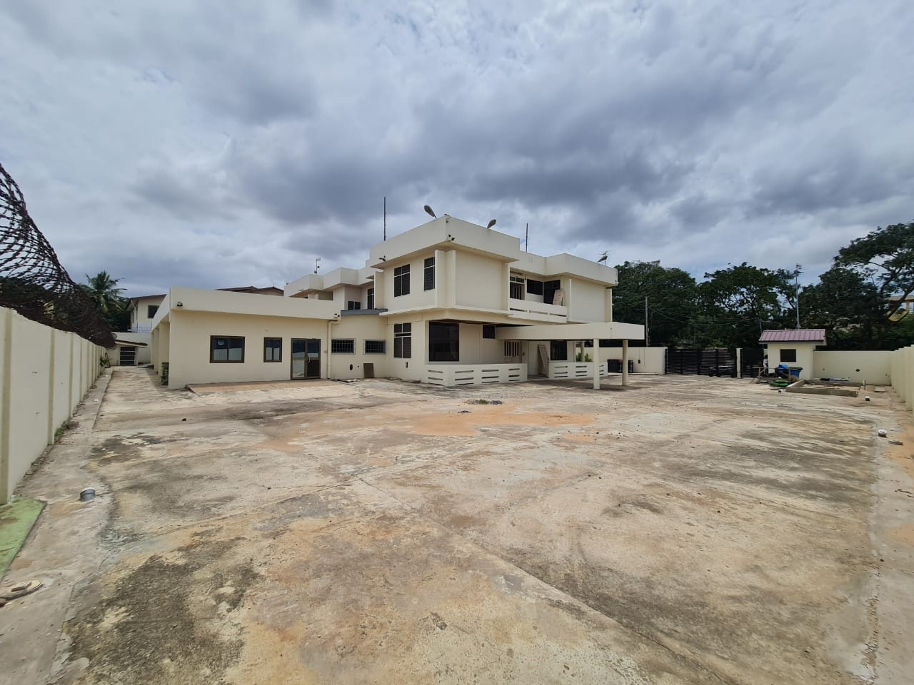 LARGE OFFICE SPACE FOR RENT AT EAST LEGON